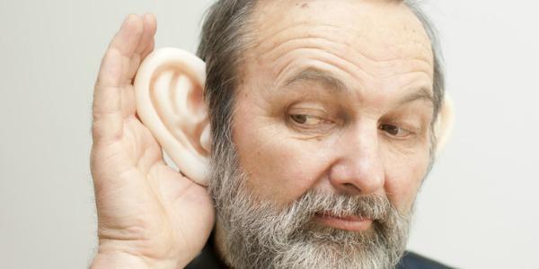 Zuhören ist Hörenin Verbindung mit Denken und Konzentration